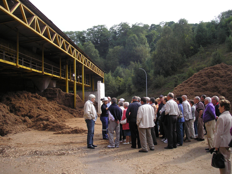 Los vecinos de cangas de foz visitan la papelera de navia for Viveros ourense