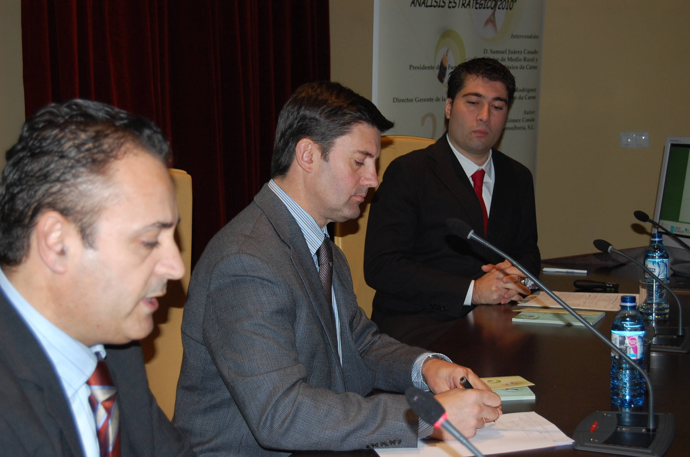 Medio rural explica a los ganaderos gallegos el nuevo for Oficina virtual medio rural