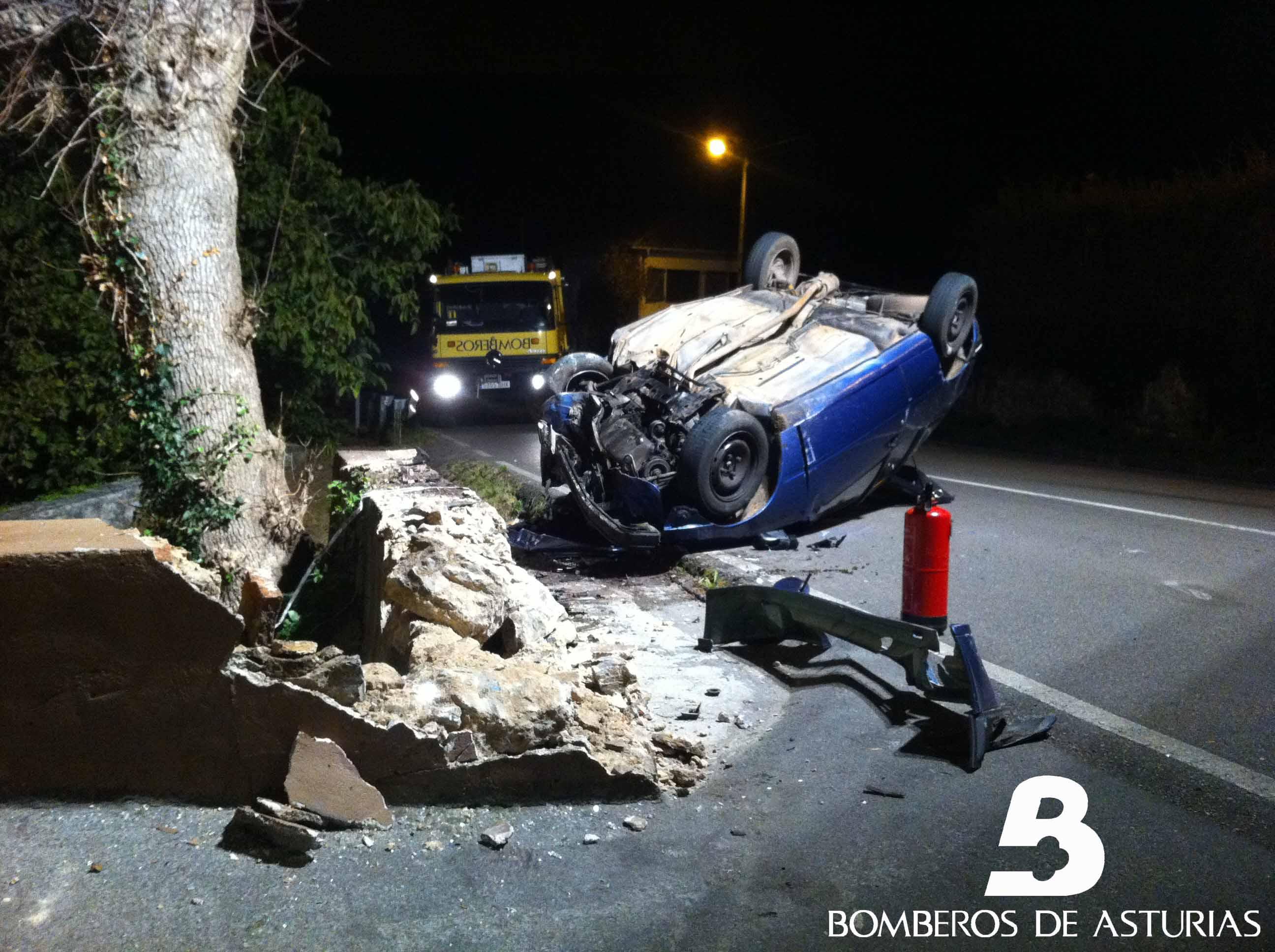 Herido un joven de 21 años en Villaviciosa al volcar su coche en ...