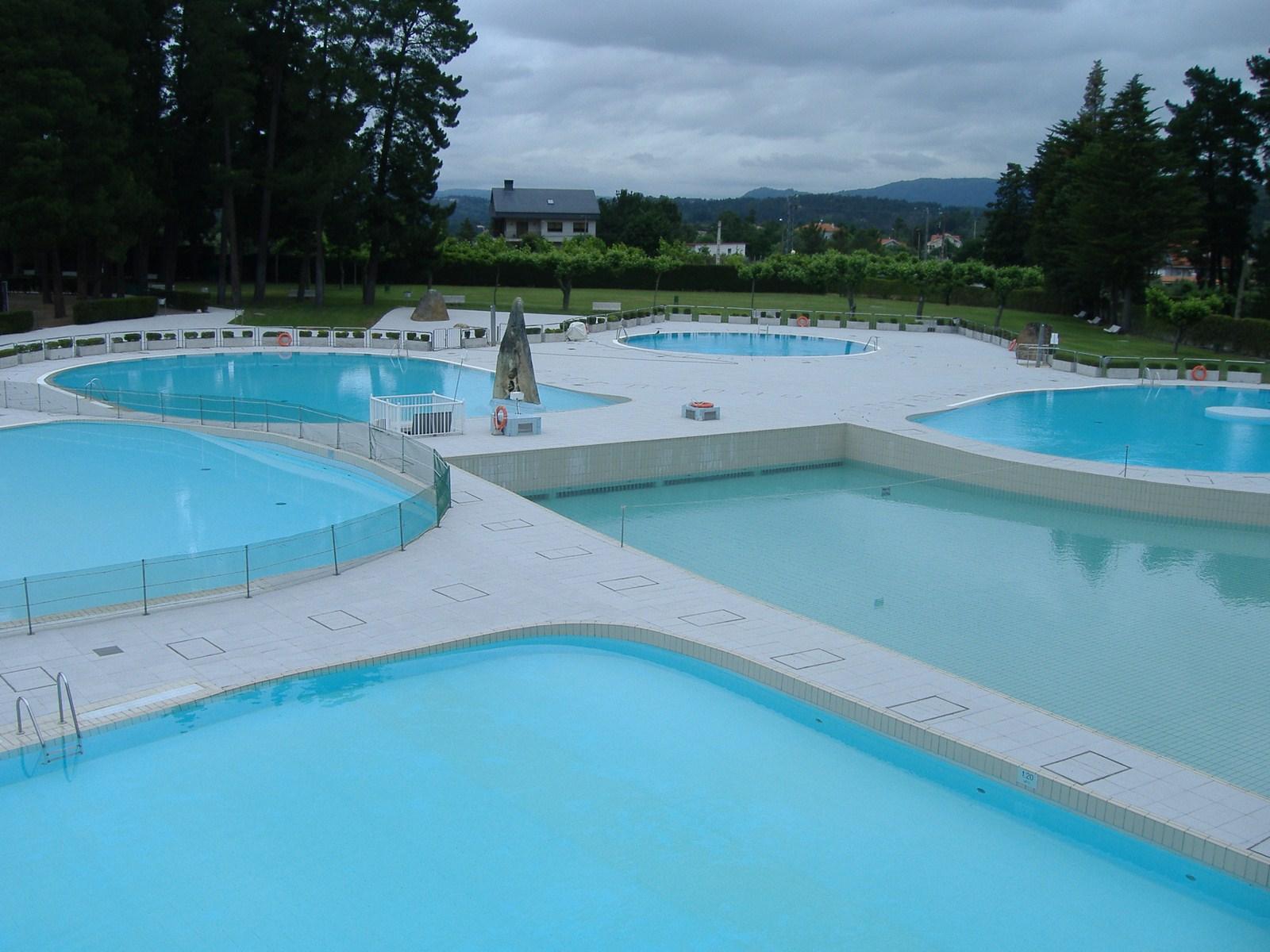 Las piscinas del complejo deportivo de monterrei se for Piscinas en carrefour 2017