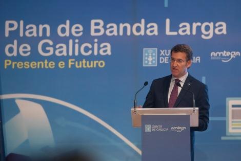 O titular da Xunta, Alberto Nœ–ez Feij—o, acompa–ado da directora da Axencia para a Modernizaci—n Tecnol—xica de Galicia, Mar Pereira, preside o acto de presentaci—n do Plan de banda larga de Galicia: Presente e Futuro.