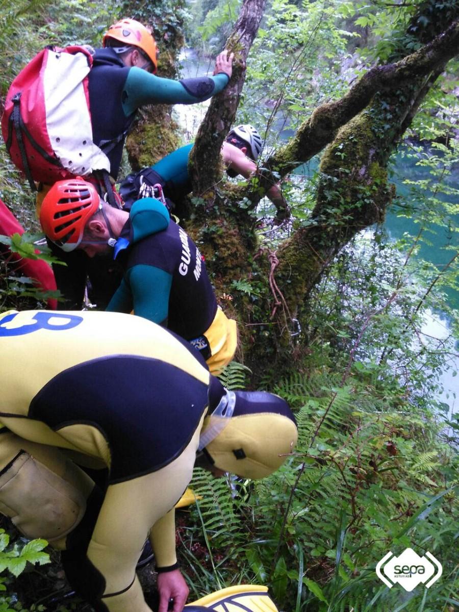 2016.07.08 Rescate fluvial en Peñamellera Alta 2