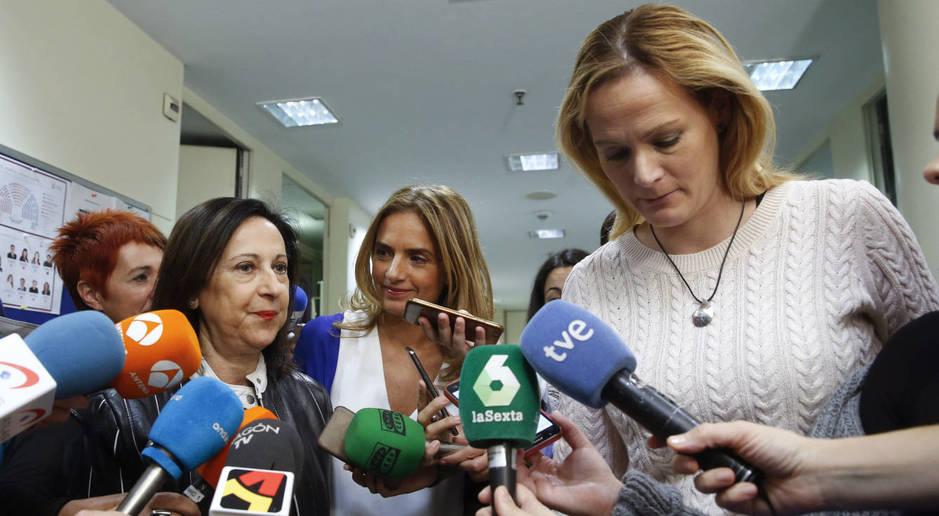 Zaida Cantera, con Margarita Robles y Susana Sumelzo, el pasado 7 de noviembre. (EFE)