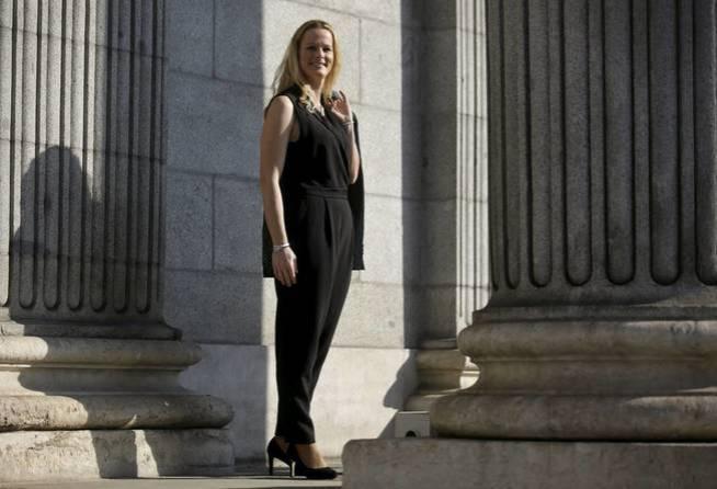 Zaida Cantera, en la Puerta de los Leones del Congreso. (Reuters)