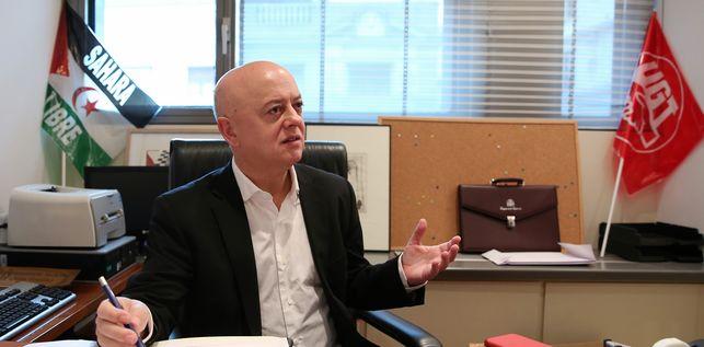 El diputado socialista Odón Elorza en su despacho.