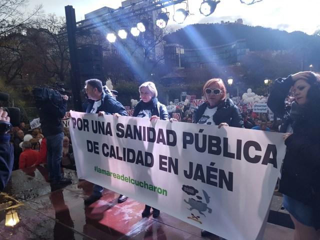 Concentración contra los recortes en la sanidad. / Foto: Jesús Arincón - Digital Sevilla