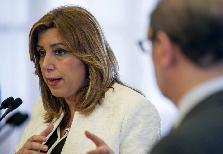 Susana Díaz, acompañada del presidente de Aragón, Javier Lambán, este 17 de marzo en Zaragoza. (EFE)