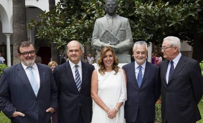 Susana Díaz junto a los expresidentes andaluces, De la Borbolla (i), Chaves (2i), Griñán (2d) y Escuredo.