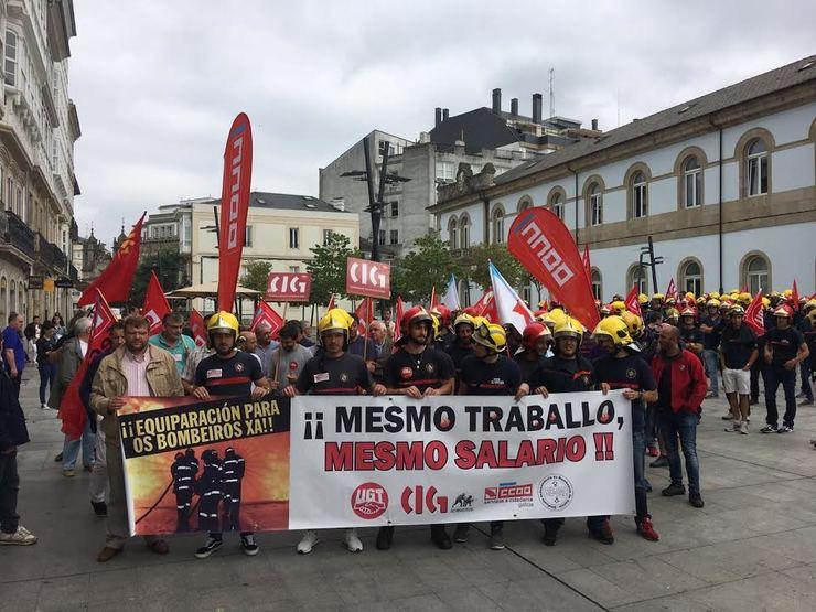 Protesta dos bombeiros en Lugo para esixir as mesmas condicións salariais que os seus compañeiros do resto de Galicia