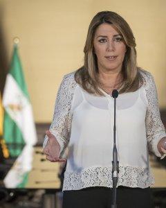 La presidenta andaluza, Susana Díaz, durante la declaración institucional en el Palacio de San Telmo en Sevilla. EFE/Julio Muñoz