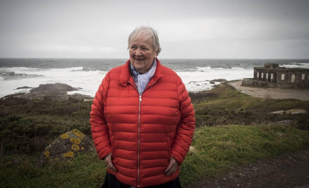 La niña náufraga reaparece en Galicia / La noruega Arnhild Utheim, única superviviente del hundimiento de un crucero en 1948 frente a la costa gallega, vuelve al lugar donde el mar le perdonó la vida -El País