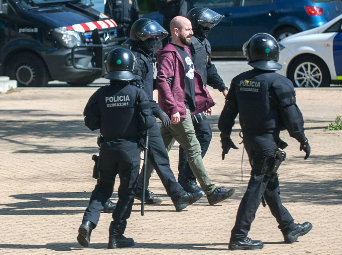 """Los Mossos crean una asociación constitucionalista / La Unió de Mossos per la Constituciò busca """"que se pierda el miedo"""" - El País"""