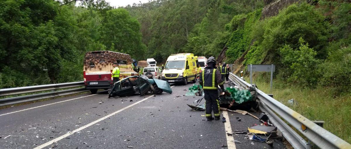Fallecen tres jóvenes mecánicos, gallego y asturianos, en accidente de tráfico en el límite entre Asturias y Galicia