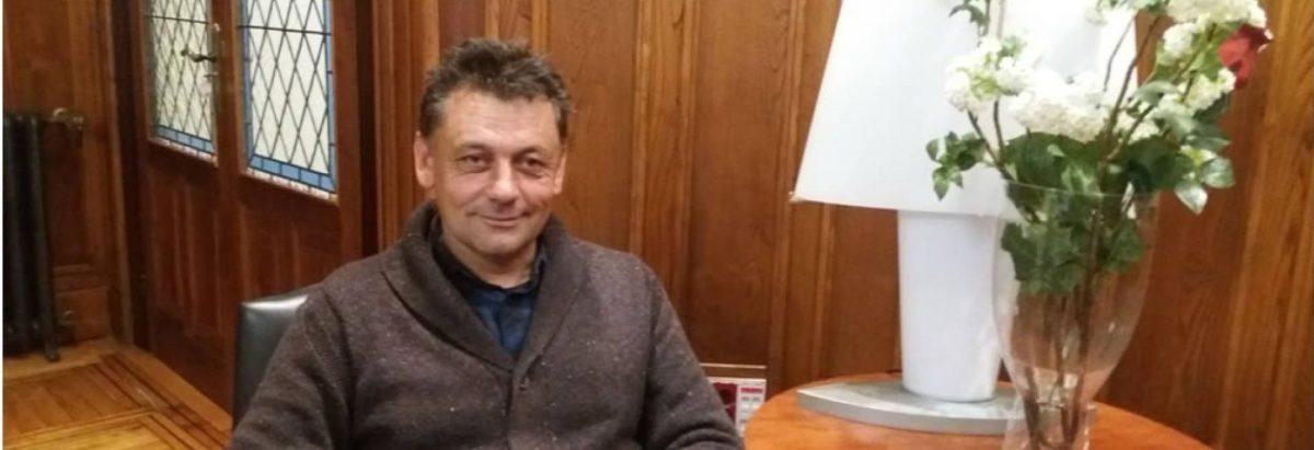 """La Guardia Civil investiga la muerte """"violenta"""" del concejal de IU en Llanes / Javier Ardines fue encontrado con un golpe en la cabeza / Su entorno cree que el móvil es político - El País"""