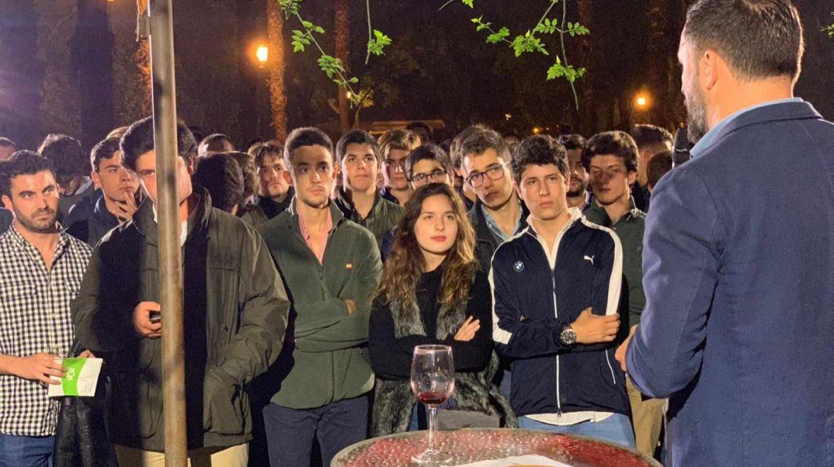 """Así recluta Vox a sus nuevas generaciones: """"Obrero y patriota no es ser idiota"""""""