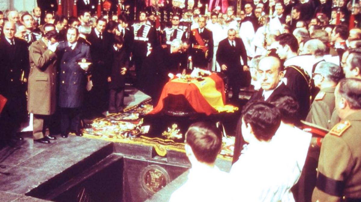 NO PODRÁN LLEVARSE A FRANCO COMO TROFEO, LOS SINVERGÜENZAS Las dudas de la exhumación de Franco que la ministra no aclara