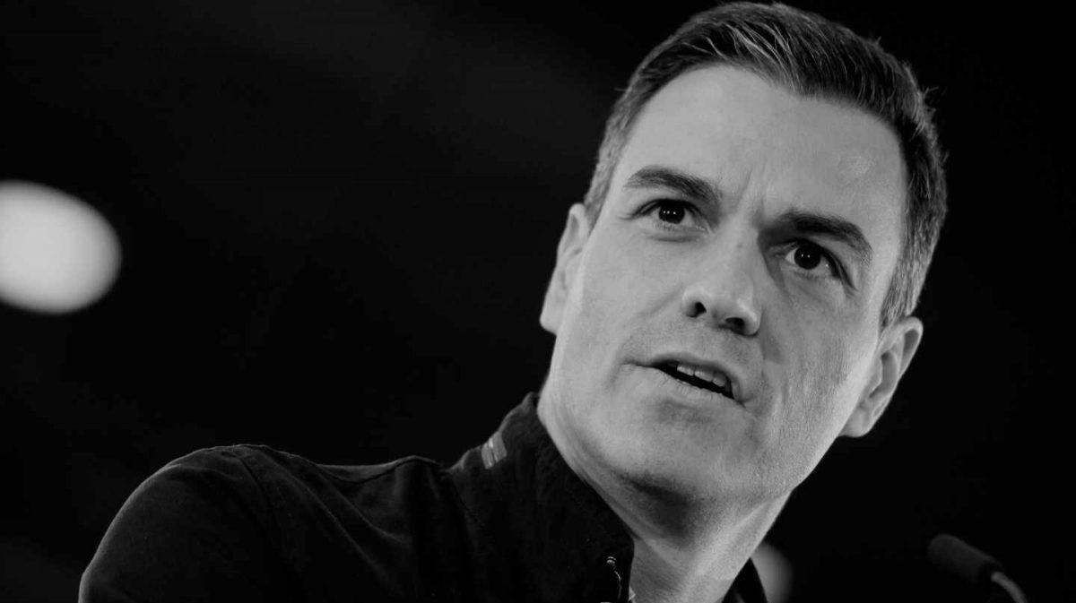 """EN EL PARTIDO SOCIALISTA HAY COLAS PARA LIQUIDAR A SÁNCHEZ """"Si Sánchez no gana, o aún si ganando no logra formar gobierno, su carrera política habrá terminado [y el PSOE tendrá una oportunidad de renacer de las cenizas sanchistas que lo están dejando triturado]. Por mucho que ayerSusana Díazposara junto a él en Sevillay hablara de unidad, todo el mundo sabe que está esperando ansiosa su fracaso para devolverle la humillación de su derrota en las primarias. En esta ocasión, no le van a faltar aliados a la ex presidenta de Andalucía"""" (Va a tener que repartir números como en la carnicería porque no va a dar abasto) /Algunos miembros del gobierno la critican abiertamente en privado: """"Hubiera sido mejor esperar a otoño, cuando ya el Supremo hubiera dictado sentencia sobre el juicio delprocés, en un escenario de menor tensión…"""", afirma uno de los miembros del gabinete. Otro añade: """"Habrá voto de castigo al gobierno porque la negociación [venta de España a cambio de aferrarse al poder] con los independentistas ha salido mal y la derecha lo va a aprovechar…"""" - El Independiente"""